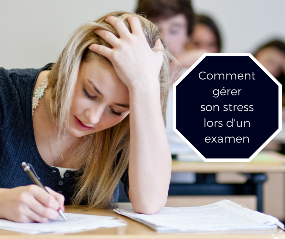 Etudiante en train de passer un examen